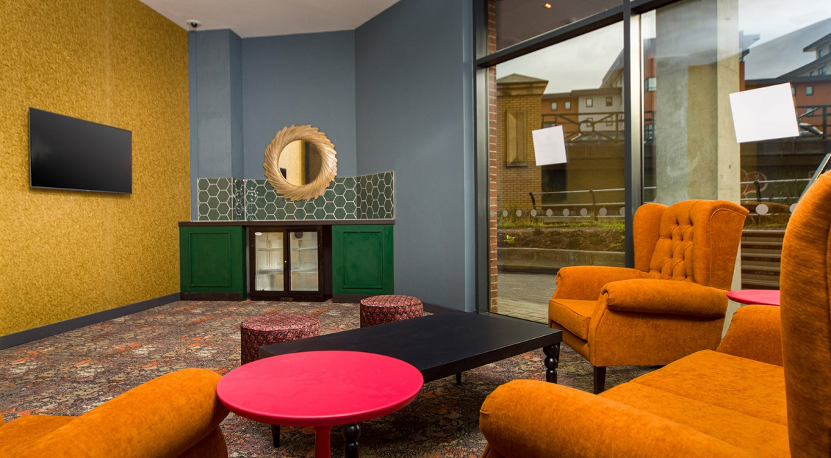 hythe lounge - common area