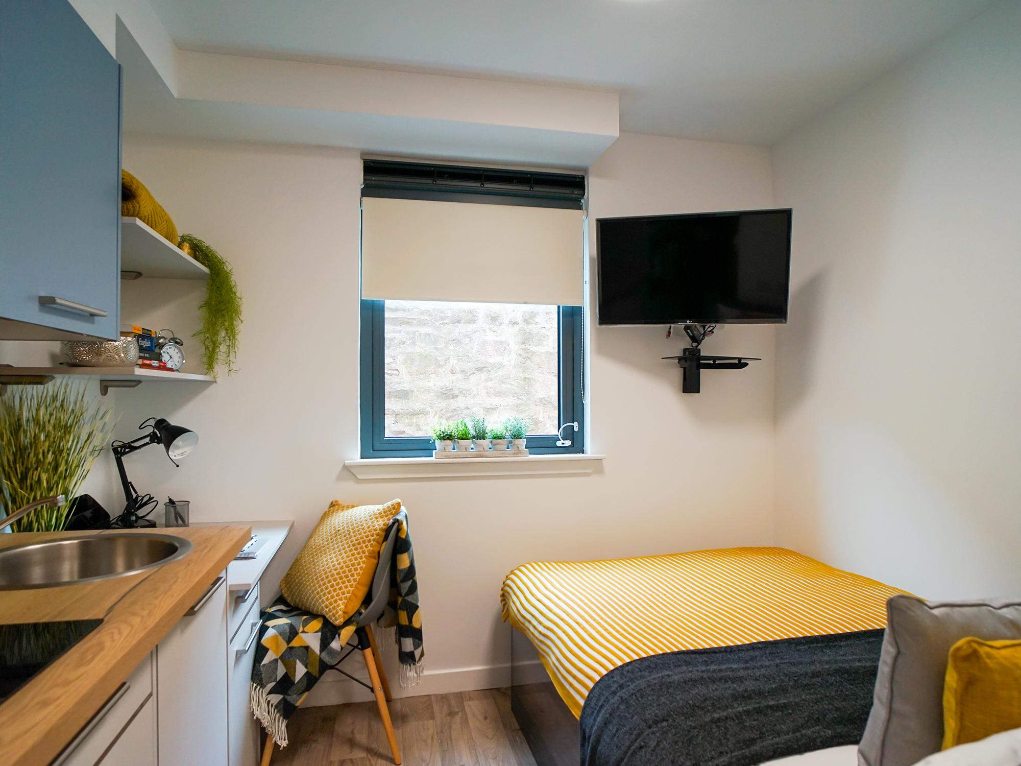 student-accommodation-edinburgh-goods-corner-standard-studio (3)