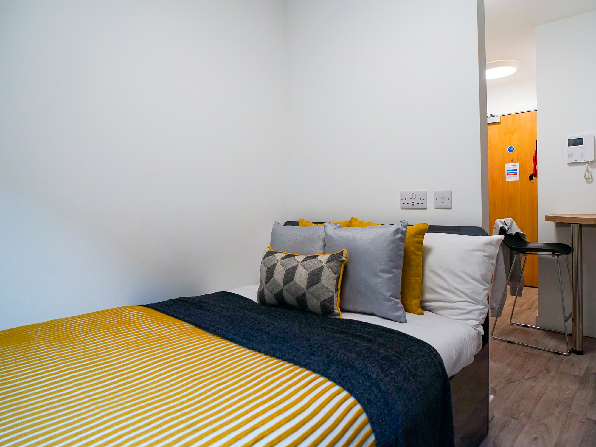 student-accommodation-edinburgh-goods-corner-standard-studio (4)