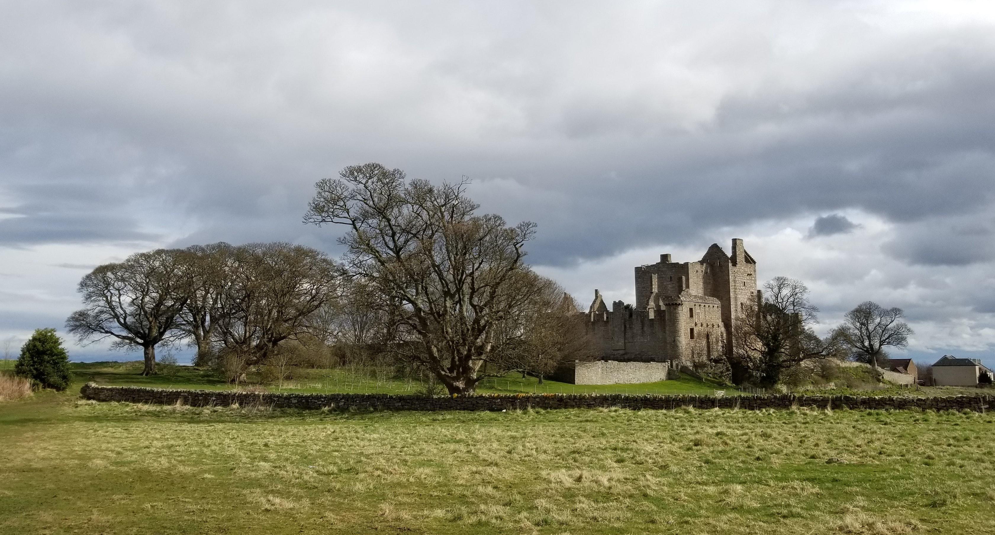 craigmillar castle in edinburgh to see on bike