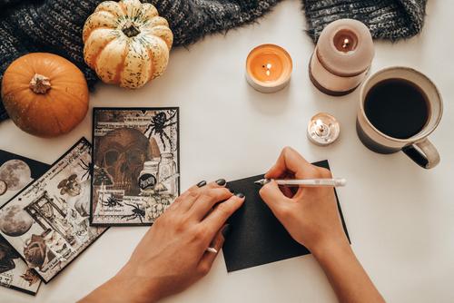 writing halloween decorations to make