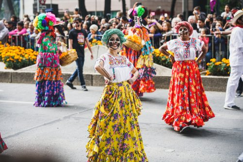 women dressed up for mexico day of the dead